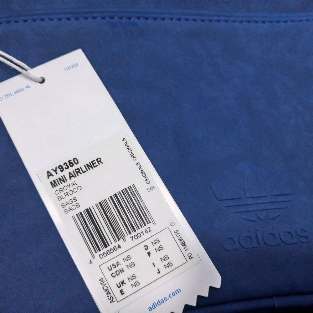 6ca0d18cfbe87 ... Torebka Adidas Originals Mini Airliner damska na ramię sportowa. 1
